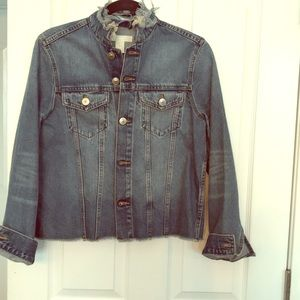 Jean jacket with frayed collar and waist